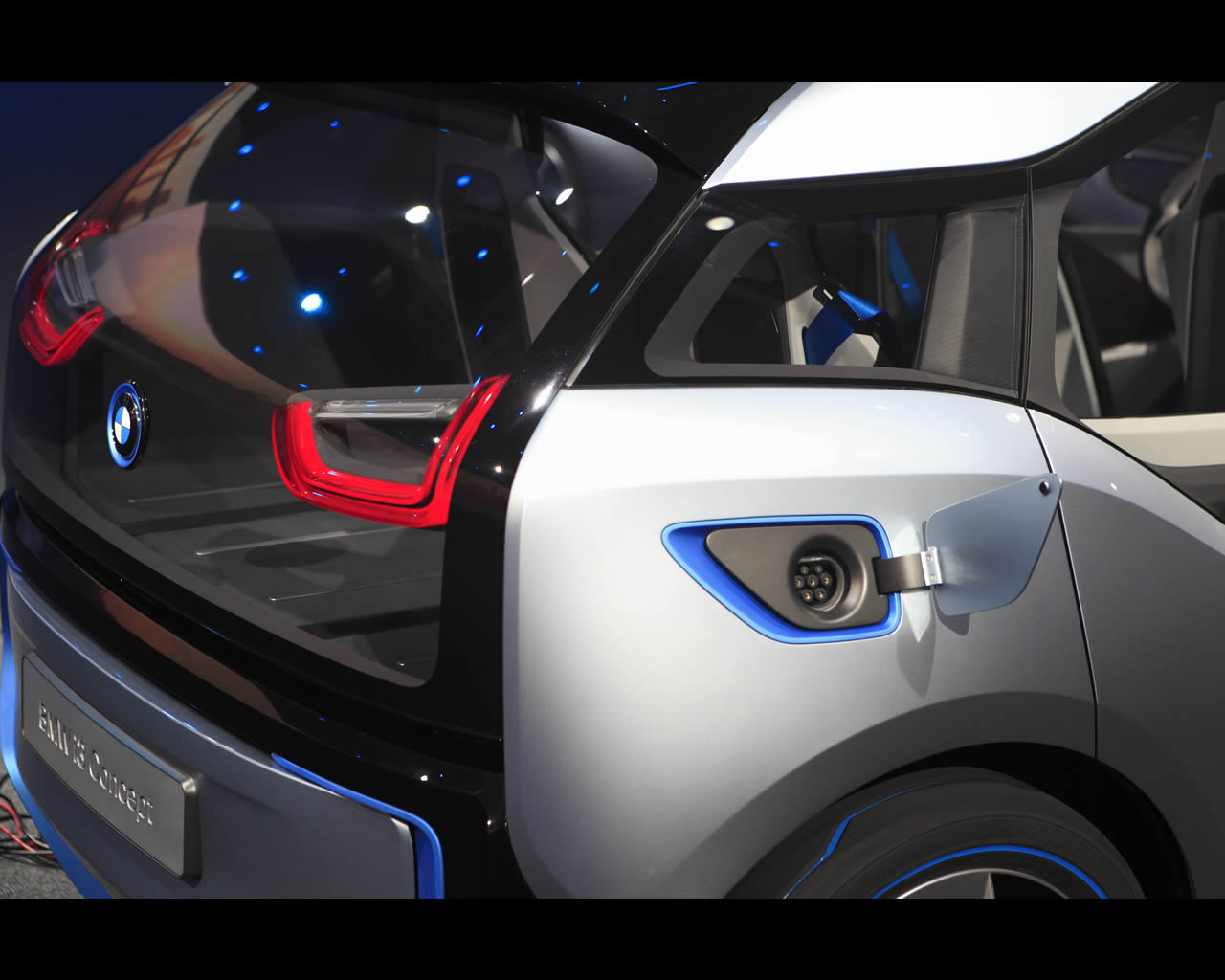 Bmw i3 electric with range extender and i8 plug in full hybrid drive concepts 2011
