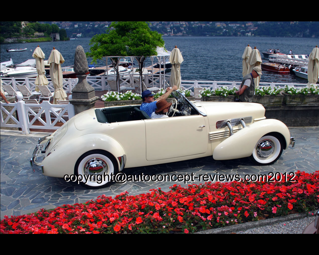Wallpapers : Cord 812 Phaeton S/C 1937
