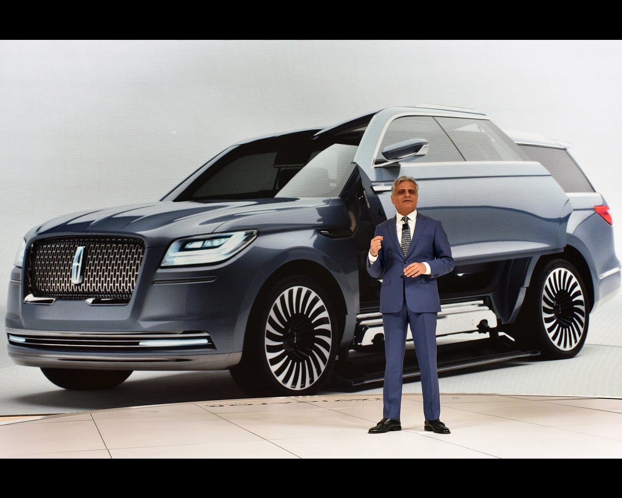 http://www.autoconcept-reviews.com/cars_reviews/ford/ford-group-lincoln-navigator-concept-2016/wallpapers/lincoln-navigator-concept-2016-3.jpg