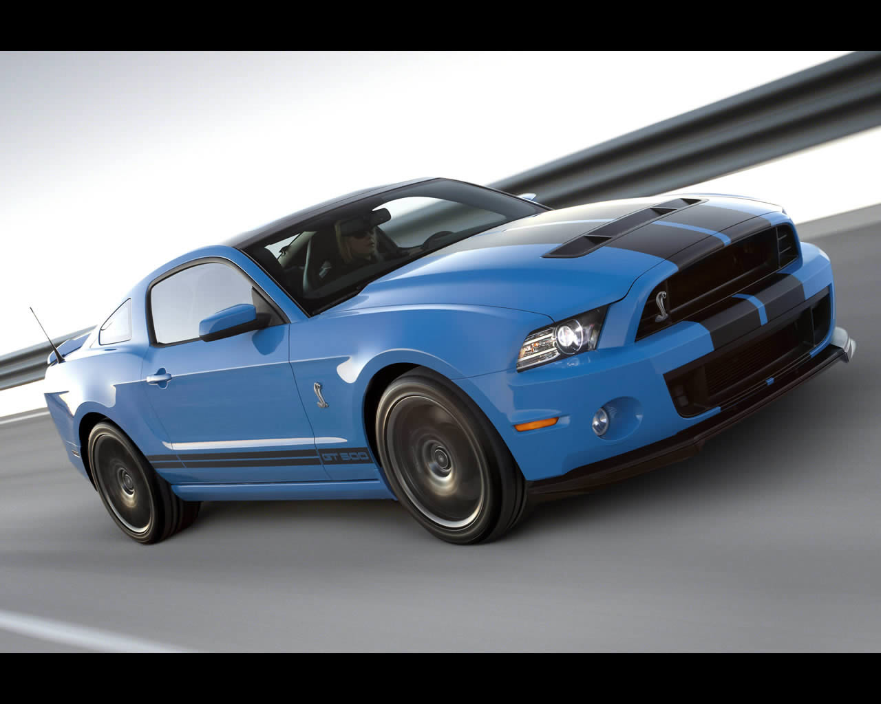 ford mustang shelby gt500 v8 supercharged 2013. Black Bedroom Furniture Sets. Home Design Ideas
