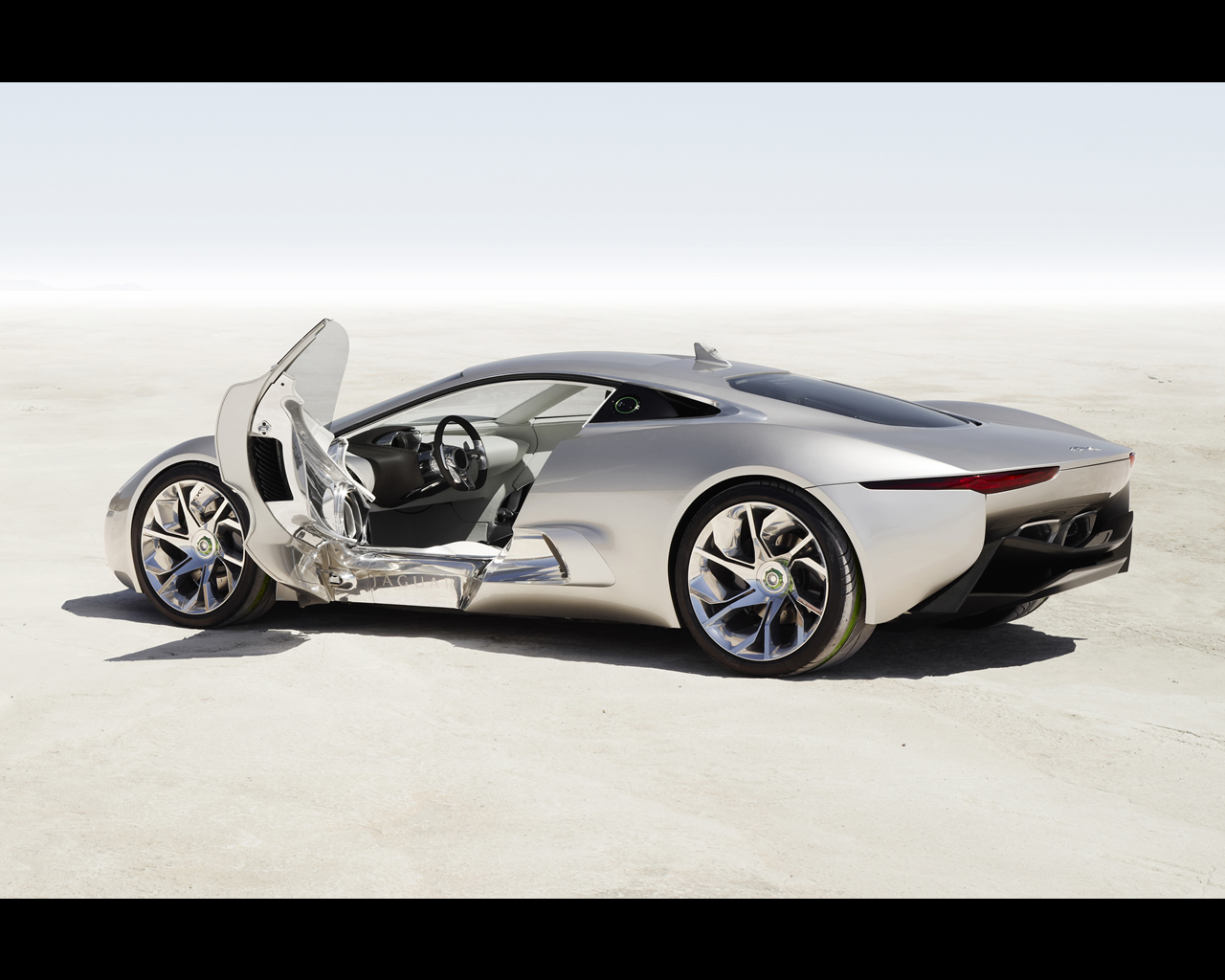 Attractive Jaguar C X75 Concept 2010   Plug In Electric Car With Gas Turbines  Propelled Range Extender.