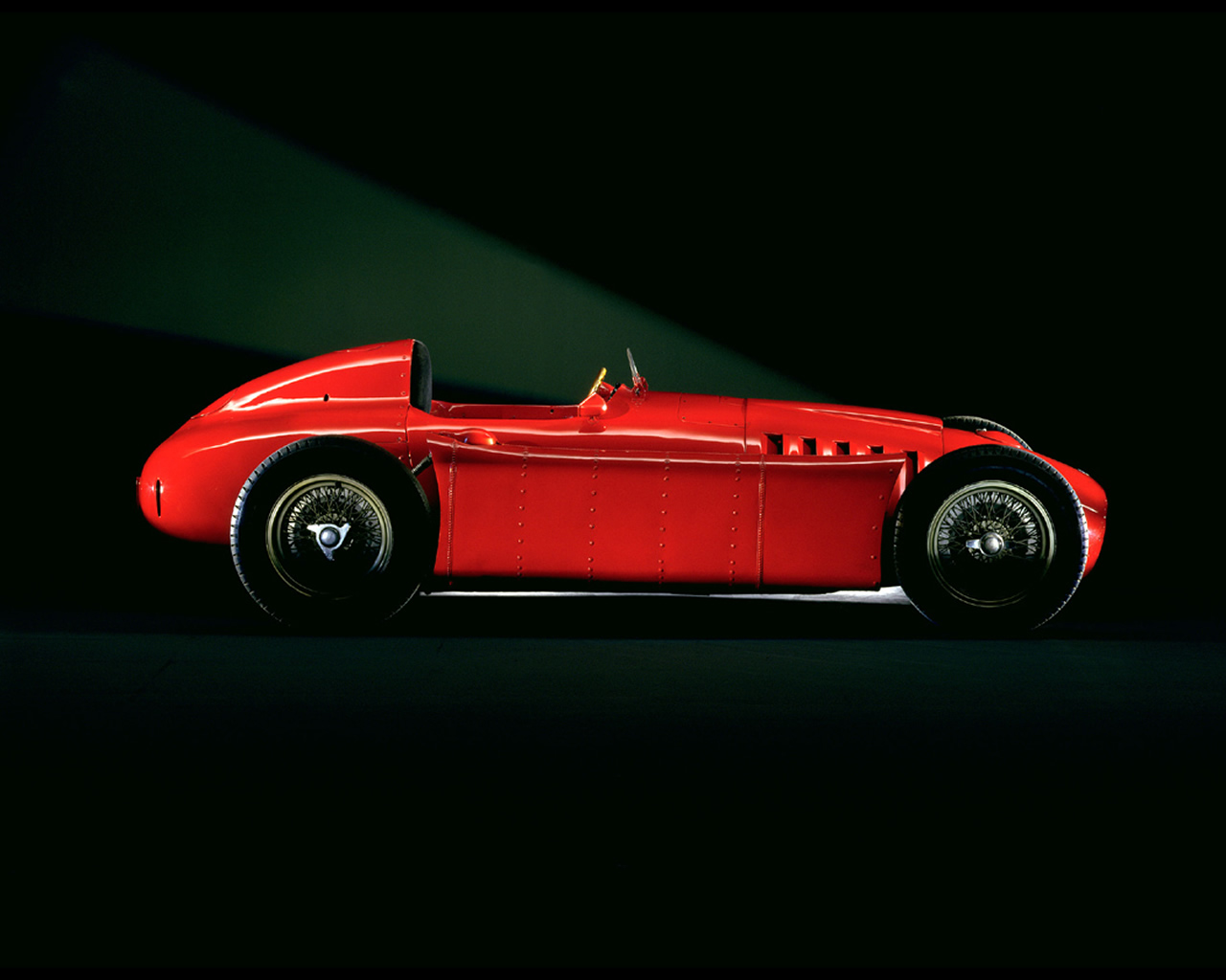 http://www.autoconcept-reviews.com/cars_reviews/lancia/lancia-d50/wallpapers/lancia-d50-f1-1954-1955-2.jpg