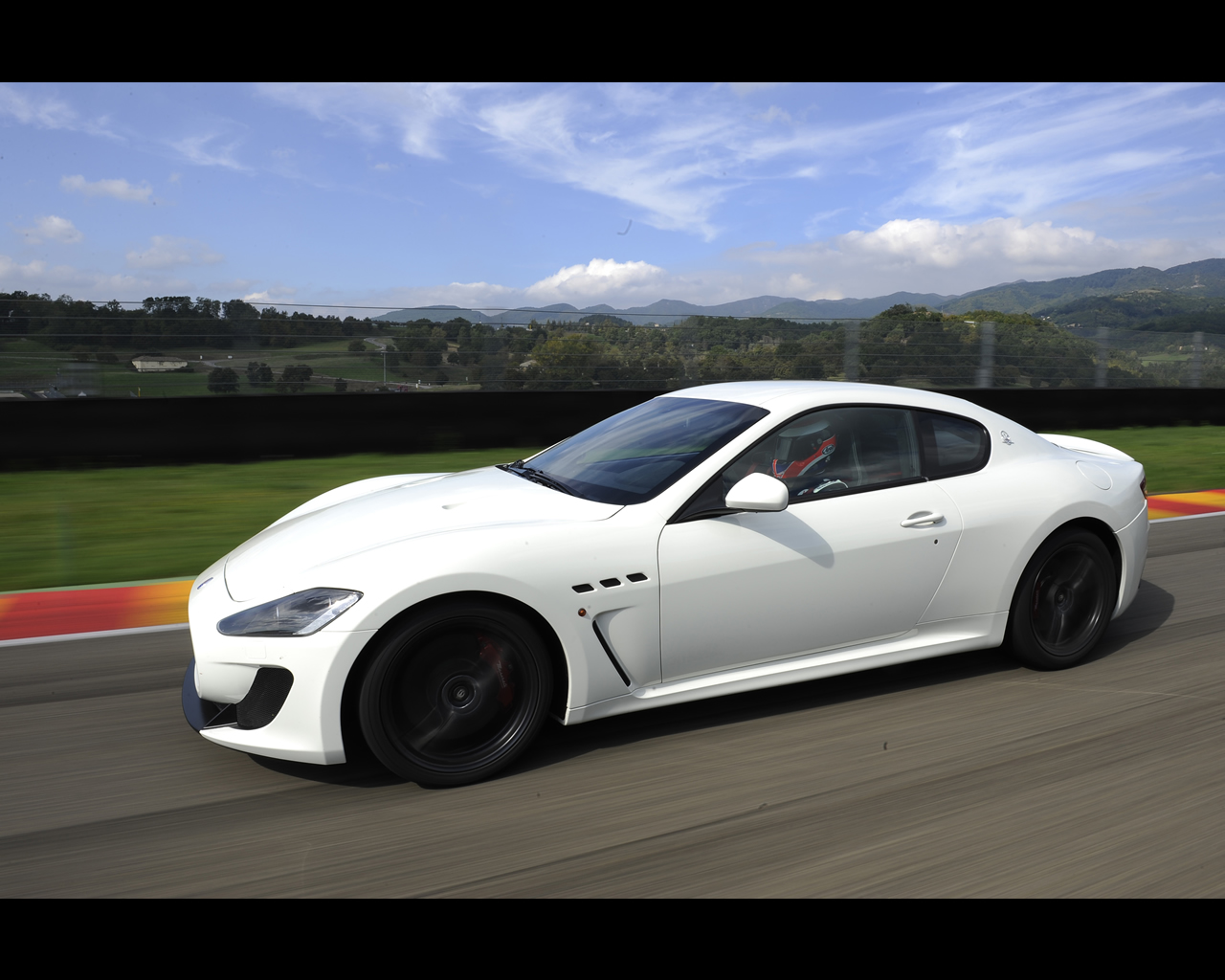 maserati gran turismo mc stradale 2010. Black Bedroom Furniture Sets. Home Design Ideas