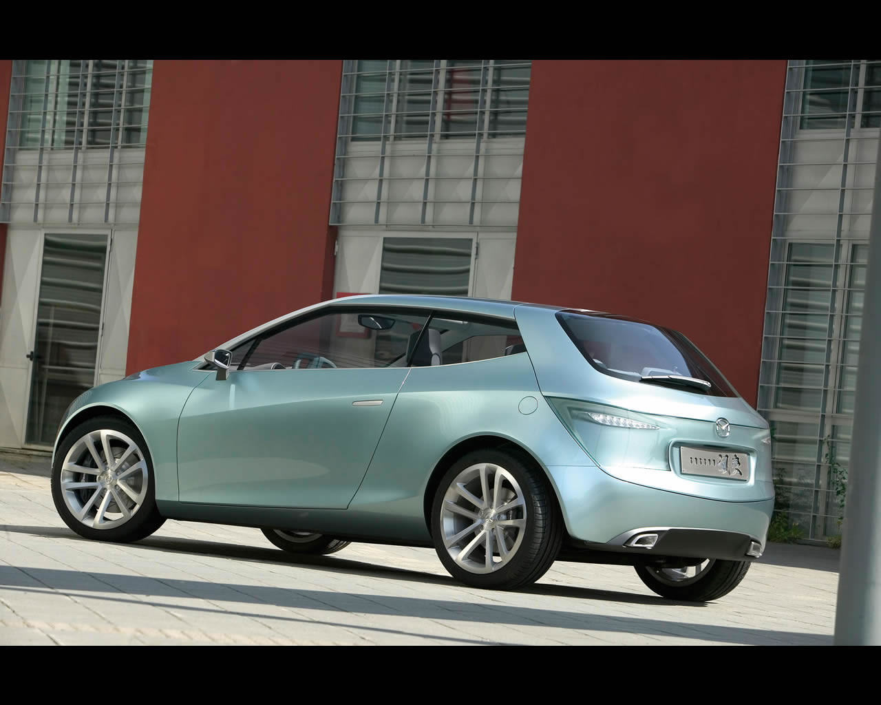 http://www.autoconcept-reviews.com/cars_reviews/mazda/mazda-sassou/wallpaper/mazda_sassou_2005_012_print.jpg