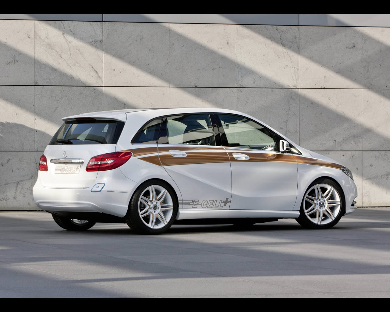 mercedes b class e cell plus range extended plug in electric vehicle 2011. Black Bedroom Furniture Sets. Home Design Ideas