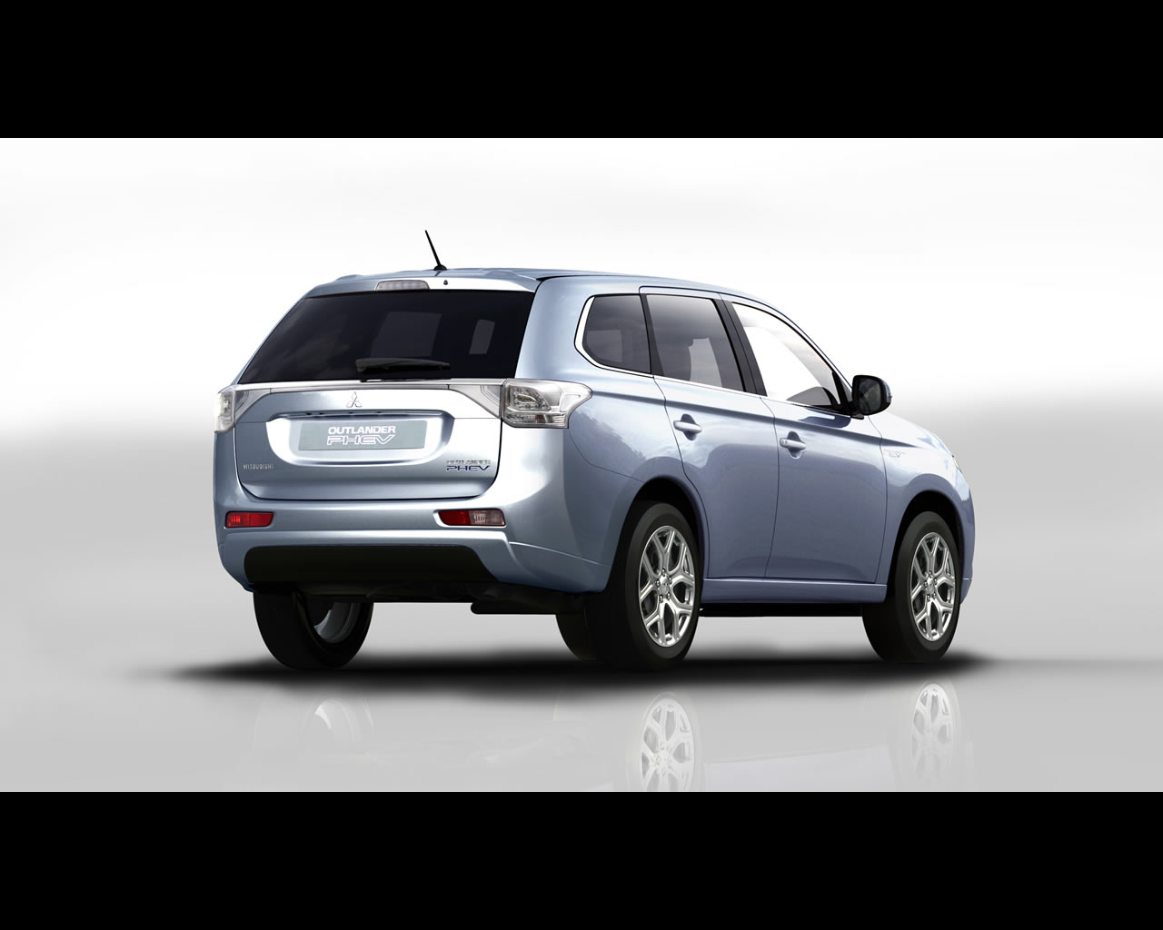 mitsubishi outlander phev plug in hybrid suv 2013. Black Bedroom Furniture Sets. Home Design Ideas