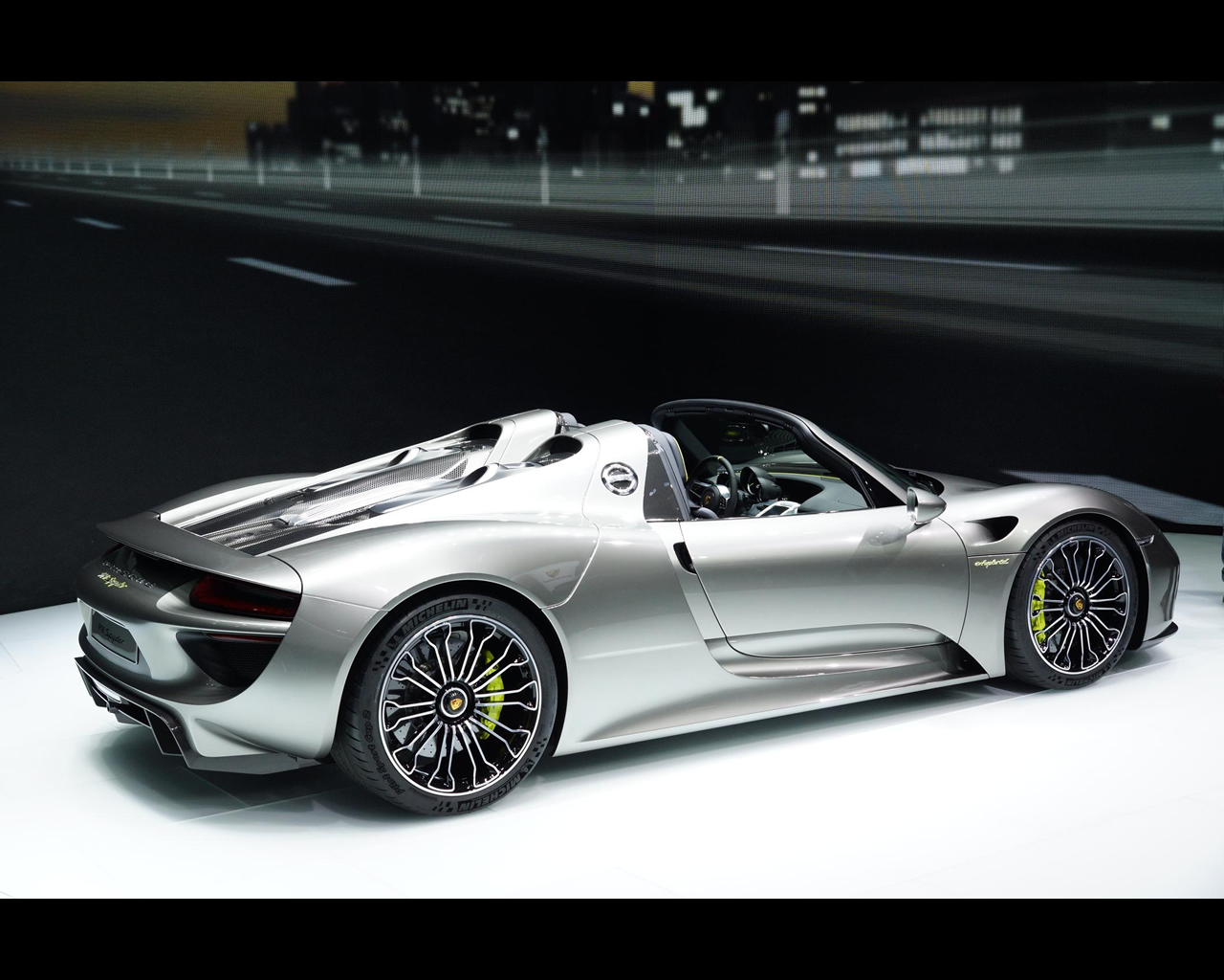 porsche plug in hybrid 918 spyder 2013. Black Bedroom Furniture Sets. Home Design Ideas