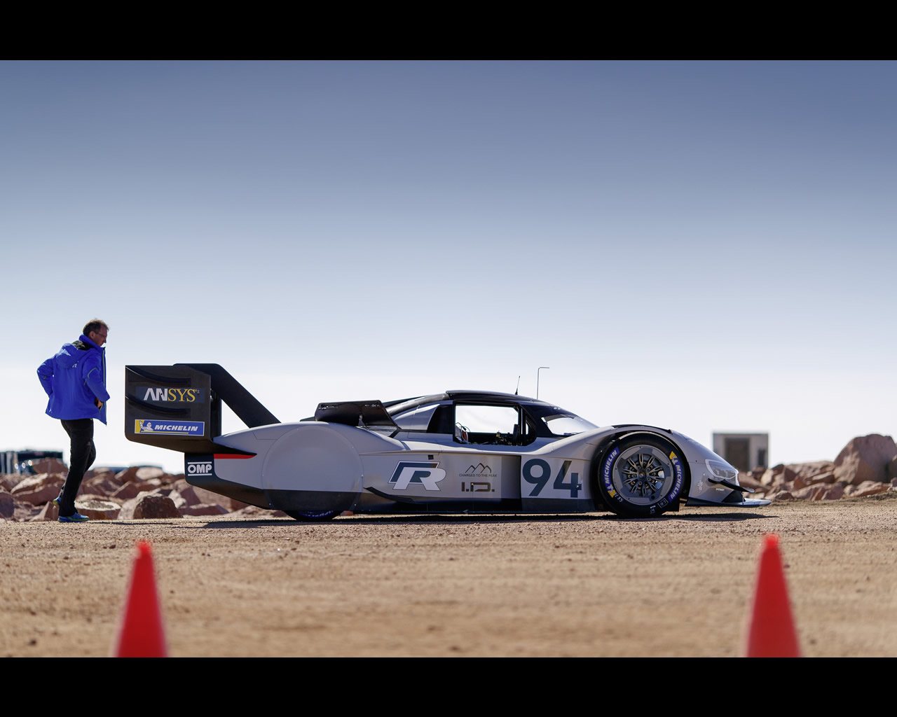 volkswagen i d r pikes peak electric race car record 2018. Black Bedroom Furniture Sets. Home Design Ideas