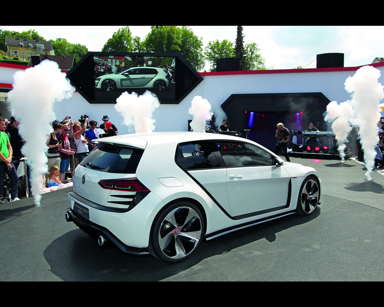 volkswagen 503 hp twin turbo v6 4wd design vision gti concept 2013. Black Bedroom Furniture Sets. Home Design Ideas