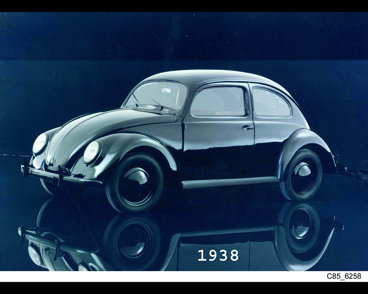 Wallpapers of the Volkswagen Beetle 1938-2003 (click on image to